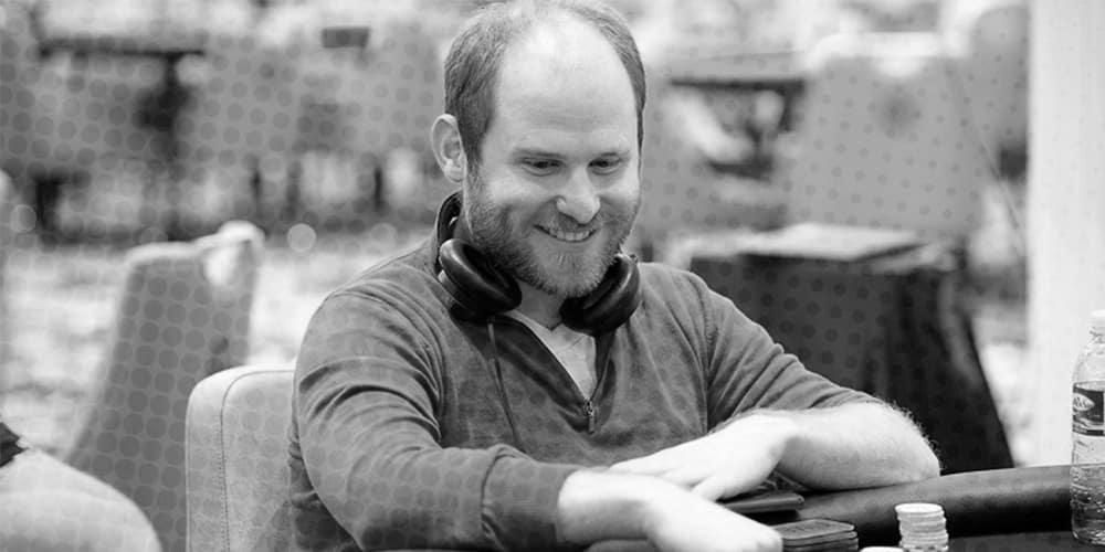Сэм Гринвуд организовал бесплатные уроки покера для самоизолировавшихся